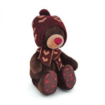 Плюшевый мишка Choco сидячий в вязанной шапке с сердечками 25см